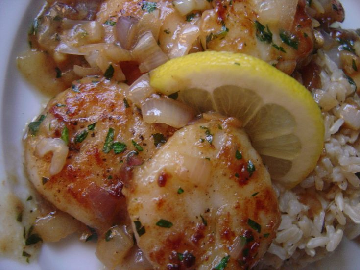 Scallops Provençal: The scallops are lightly floured and then sauteed in butter and white wine which creates a flavorful sauce to drizzle over the scallops and a bed of rice, couscous, quinoa, or orzo pasta. #inagarten #ina #barefootcontessa #scallops #provencal #sea #bay #french #butter #shallots #gourmet