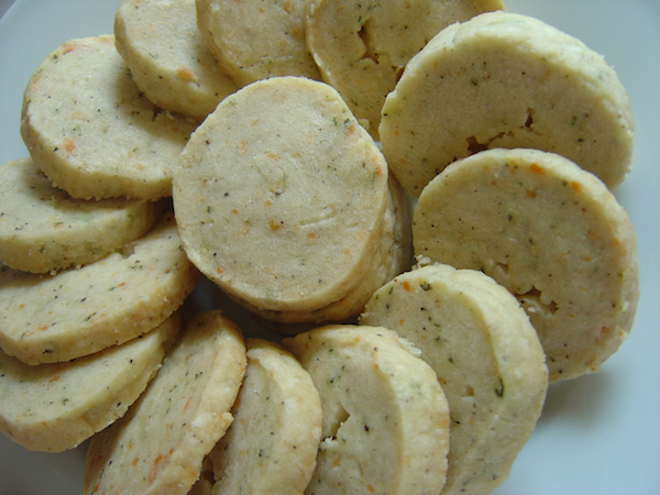 parmesan and thyme crackers 1