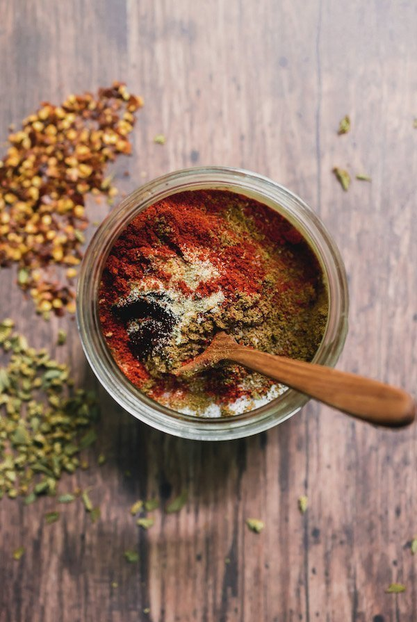 Homemade taco seasoning: Made wiithout artificial preservatives and ingredients you can make your own taco seasoning in just 5 minutes with just 7 regular pantry ingredients! Keep it on hand for when Taco Tuesdays roll around! #tacoseasoning #tacos #homemade #glutenfree #tacotuesday