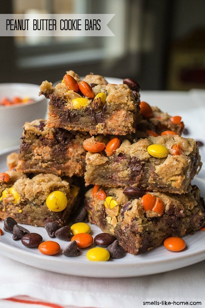 Peanut Butter Cookie Bars: Make these incredible cookie bars with chocolate chip cookie dough and Reese's Pieces! #cookiebars #peanutbuttercookie #chocolatechipcookie #cookiebarrecipe #reesespieces